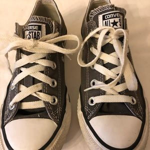 Women's size 6 Converse Sneakers in grey & white.